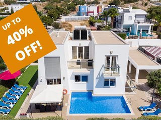 UP TO 40% OFF! VENTUS Modern villa, private pool, games room, AC, free WiFi