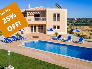UP TO 25% OFF! ILHA Modern villa, heatable pool, garden, walled plot, AC,WiFi