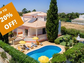 UP TO 20% OFF! BONITA Villa w/ gated pool, garden, AC, Wi-Fi, 1km to Gale beach