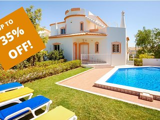 UP TO 35% OFF! LIS Villa w/ pool, games room, AC, Wi-Fi, 300m to Gale beach