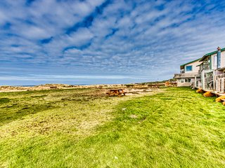 NEW LISTING! Dog-friendly, oceanfront cottage w/ a full kitchen & beach access