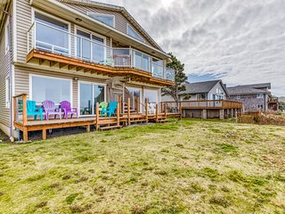 NEW LISTING! Dog-friendly, oceanfront home w/ deck, beach access, & full kitchen
