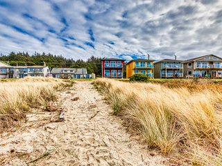 NEW LISTING! Oceanfront studio w/ deck & beach access - dogs welcome!