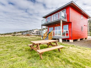 NEW LISTING! Oceanfront lodge w/ private beach access, deck, & kitchen!