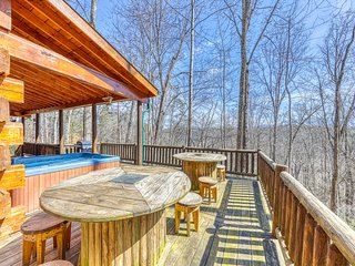 Cozy cabin nestled in the woods w/ private hot tub, firepit & foosball!
