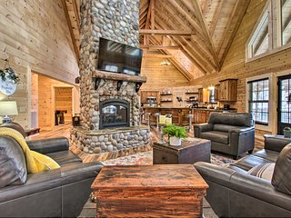 Riverfront Cabin w/ Hot Tub - 3 Miles to Dollywood