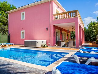Family Villa With Private Pool, Hot Tub & WiFi Just 200m From The Beach