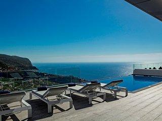 Luxury dream villa, magnificent 360º views of hills, coast and sea   Seacrest