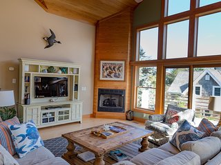 It's Five O'Clock Here-Offers distant views of Pamlico Sound and Silver Lake