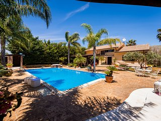 Parrini Villa Sleeps 8 with Pool and Air Con - 5833875