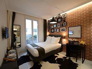 Paris Apartment Sleeps 2 with WiFi - 5833817