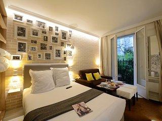 Paris Apartment Sleeps 3 with WiFi - 5833819