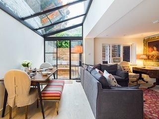 Quiet Classical Design Garden Apartment South Bank