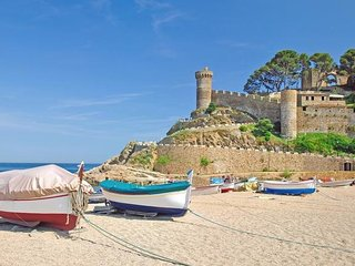 Tossa de Mar Apartment Sleeps 4 with Free WiFi - 5509297