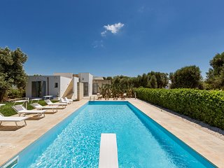 Serranova Villa Sleeps 8 with Pool and Air Con - 5831311