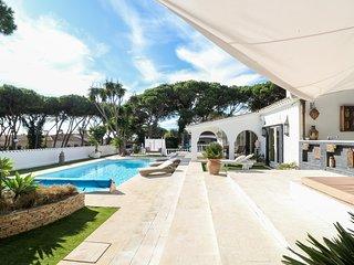 Second Line to the Beach Villa Sea Views, Puerto Cabopino, Marbella!