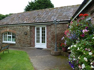 Bideford Holiday Home Sleeps 4 with Pool and WiFi - 5829804