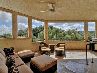 New Listing - Lake Travis Retreat! Summer Is Calling! Private Balcony, Treetop V