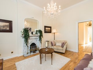 Beautiful Historic Grade A Apartment - Very Quiet - Airlink Tram 5 Mins Walk