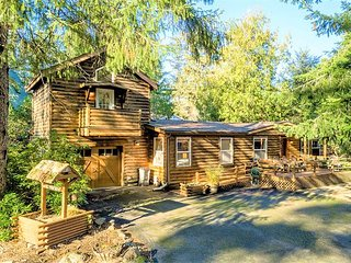 PACIFIC CABIN - NEW LISTING - Close to the state park, beach, and allows PETS