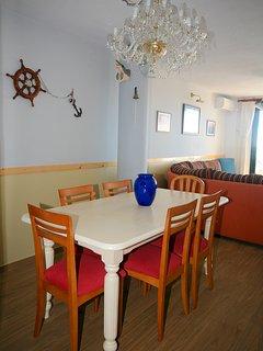 Gran salón / comedor equipado con todas las comodidades