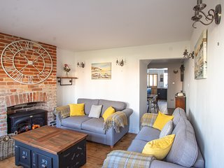 Stylish Town House in Centre of Bury St Edmunds with Garden & Parking Opposite