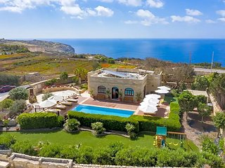 Nigred Villa Sleeps 8 with Pool Air Con and WiFi - 5828521