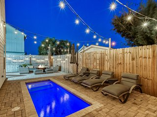 SURF SONG: New Luxury 6 Bedroom! Golf Cart! Private Pool w/ Fire Pit & Outdoor B