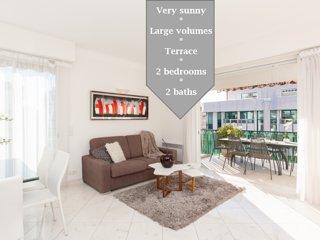 MARIOTT AREA: SUNNY 2 BEDS /2 BATHS