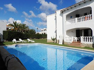 Modern 3 Bedroom Apartment with Swimming Pool, 5min to Beach, Free WIFI