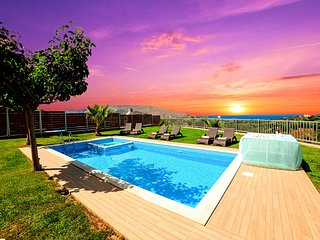 Sunlight Grand Villas with 3 Private Pools for 36 guests
