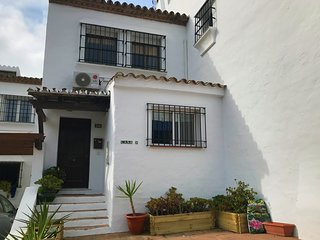 Modern 2 bedroom, 2 bathroom townhouse -  Fast WiFi, UK TV, A/C and heating