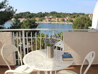 Verunic Apartment Sleeps 3 with Air Con - 5610651