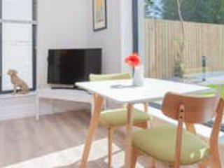 Queens Quarter Apartment with Wifi. (8), holiday rental in Lisburn