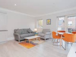 Boutique 2 bed apt with free wifi and parking
