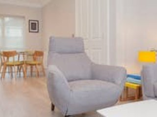 Luxury 2 bed apt free wifi and parking, holiday rental in Lisburn