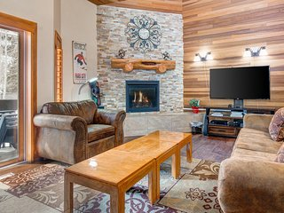 Deer Valley Townhome, Pool and Hot Tub! Sleeps 10