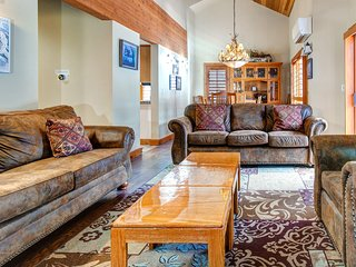 Free Ski Rental! Ski Deer Valley, Newly Listed Private Townhome, Pool and Hot