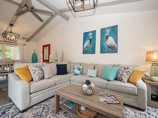 Pet Friendly, Modern Luxury, Beautiful Remodeled Sea Pines Home. Free Bikes