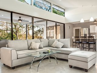 Ocean Breeze House - Modern Villa W/Pool Sleeps 4