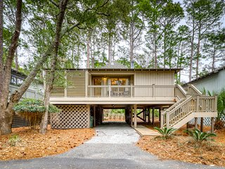 Cozy cottage w/ deck & shared pool - near the beach, golf, dining & shopping!