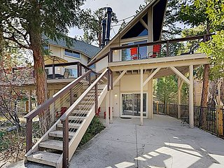 Contemporary, Multi-Level 3BR Mountain Getaway, Steps to Lake Arrowhead