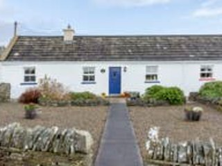 The Blue Stonecutters Cottage (Stay & Spend Registered), holiday rental in The Burren