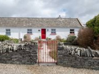 The Red Stonecutters Cottage (Stay & Spend Registered), casa vacanza a Lahinch