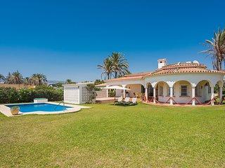 Beachfront 1.line Villa Marbesa large garden