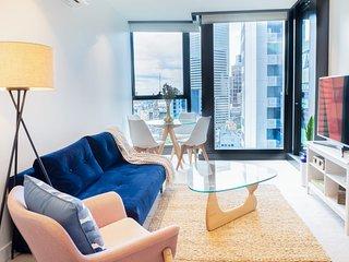 Eporo Velvet (NOW OPEN) - Stylish Central Apartment