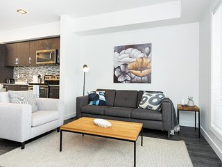 2 Bdr | Modern Decor | Close to DT & Airport