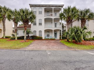 Spacious 3-story home w/ partial beach views - short walk to dining & beach!