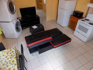 Stewart Guest House - Trincity, Airport,Washer,Dryer,Office,Netflix,Alarm,Gated