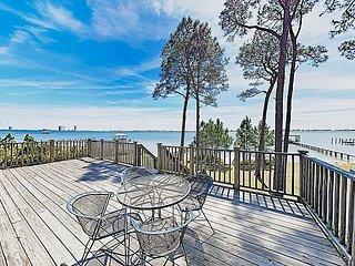 The Last Resort   Classic & Quaint Lagoon Cottage   Private Pier & Tiki Bar